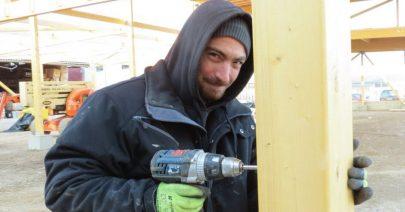 un-ouvrier-de-l-entreprise-smjm-a-replongles-sur-un-chantier-dehors-photo-n-d-1484774399